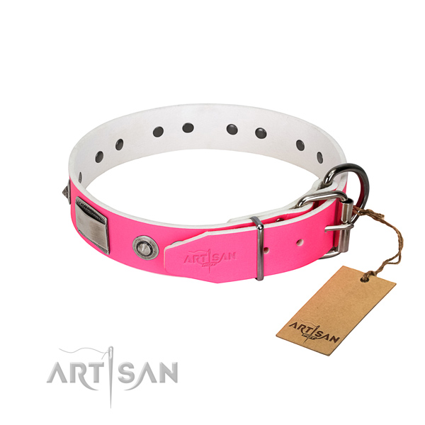 Easy to adjust dog collar of genuine leather with embellishments